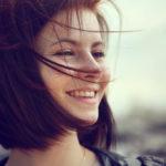 美しい歯の条件と審美歯科治療を受けるべきケースとは