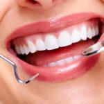 差し歯の付け根が黒ずむ原因と歯ぐきにも優しく見た目も美しい治療方法とは