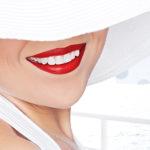 芸能人のような歯の白さを手に入れるには「インプラント」が最適!?